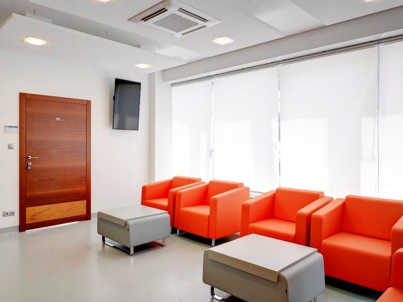 Klimatyzator kasetonowy w biurze Warszawa